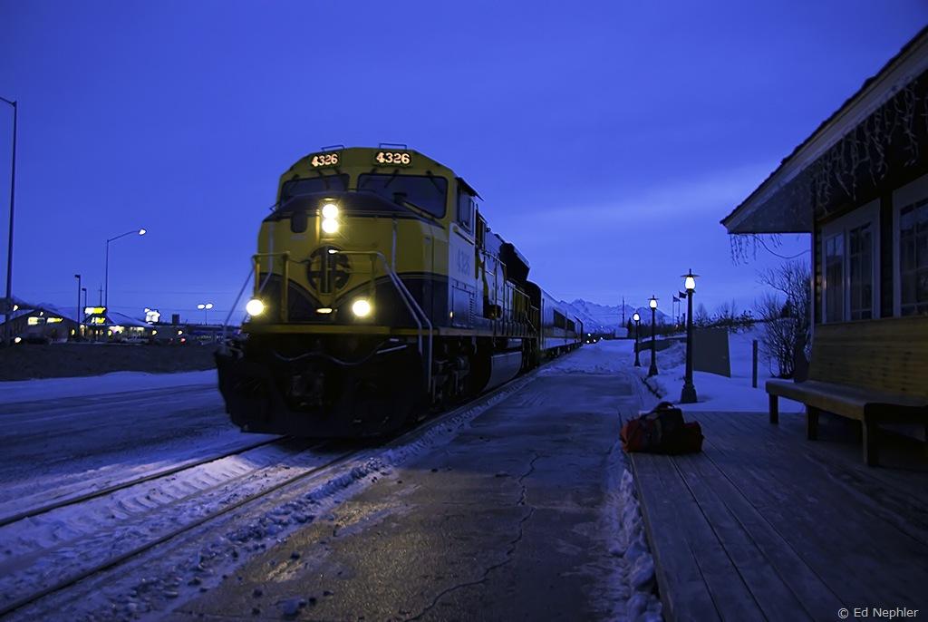 Train arriving at Wasilla Depot 010710.01.1024